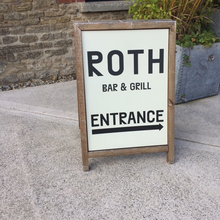 roth bar and grill sign